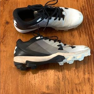 Youth baseball cleats size 5.5 Under Armour